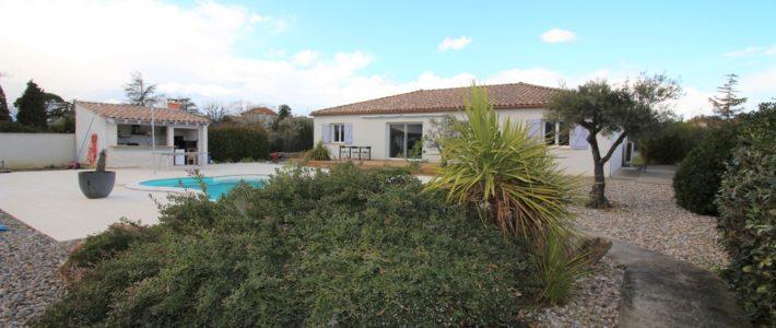 Villa plain-pied à vendre à Carcassonne – vidéo drone