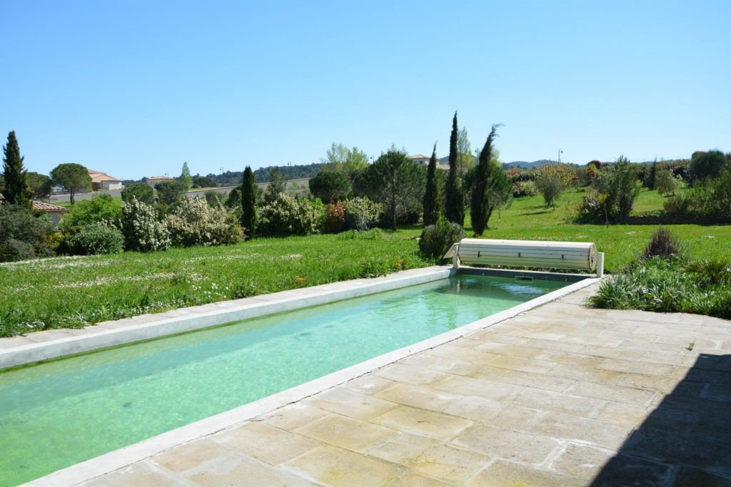 Villa avec piscine à Carcassonne - lac de la Cavayère - vue de la piscine