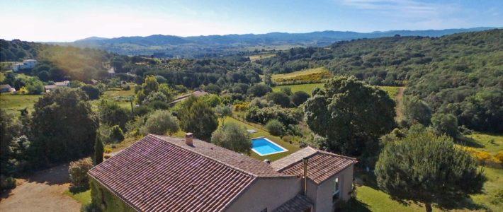 Villa à vendre avec piscine à 10 minutes au sud de Carcassonne – vidéo drone