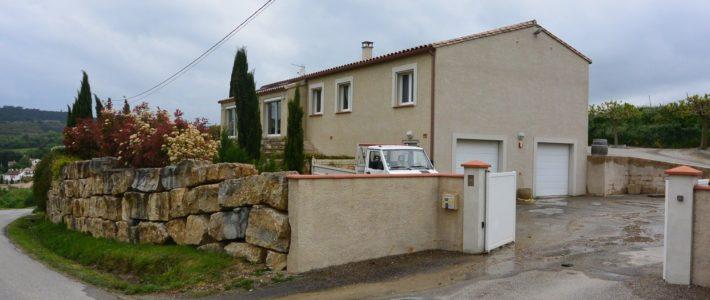 Villa à vendre à 30 minutes de Carcassonne – vidéo drone